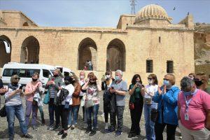 Rusya'dan gelen tur operatörleri ve  turistler Mardin'i gezdi