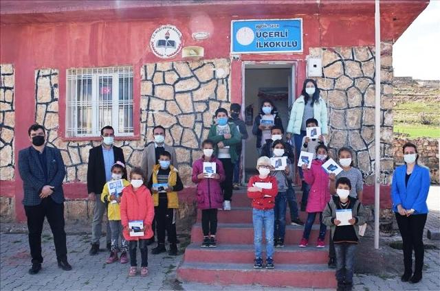 Savurlu öğrencilere tablet dağıtıldı