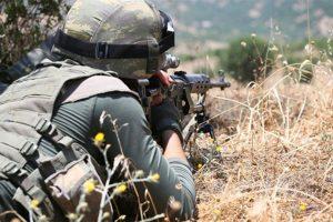 Terör örgütü PKK'dan kaçan 3 terörist  Mardin sınırında jandarmaya teslim oldu
