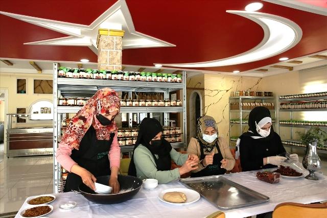Kadınlar ürettikleri yöresel lezzetleri ülkenin dört bir yanına ulaştırıyor