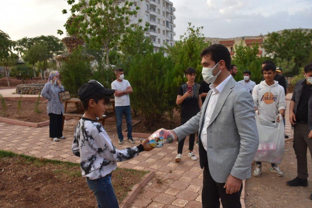 Başkan Aksoy'dan çocuklara sürpriz