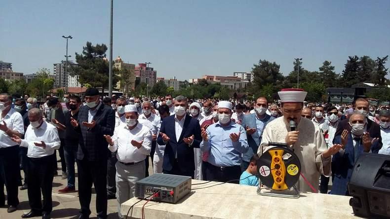 Filistinde şehit düşenler için gıyabi cenaze namazı kılındı