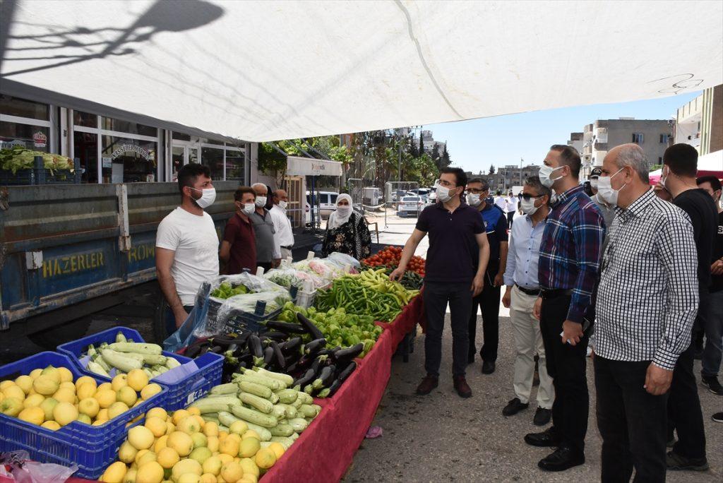 Nusaybin Kaymakamı Emre Yalçın, pazar yerinde denetimde bulundu