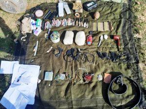 PKK'lı teröristlere ait  sığınaklarda patlayıcı ve  yaşam malzemesi ele geçirildi