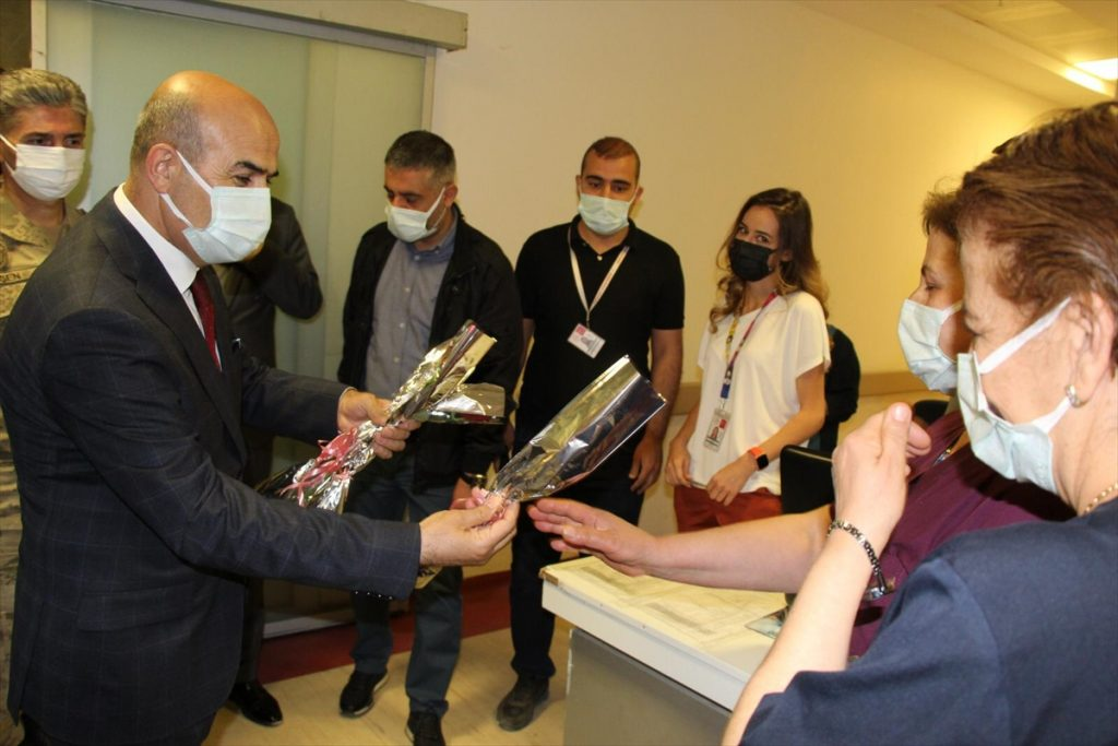 Vali Demirtaş güvenlik güçleri ve sağlık çalışanlarıyla bayramlaştı