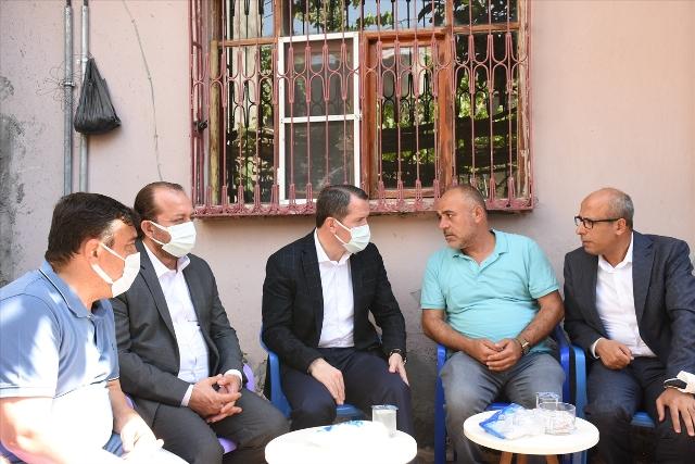 Memur-Sen Genel Başkanı Yalçın, trafik kazasında hayatını kaybeden öğretmenin ailesini ziyaret etti
