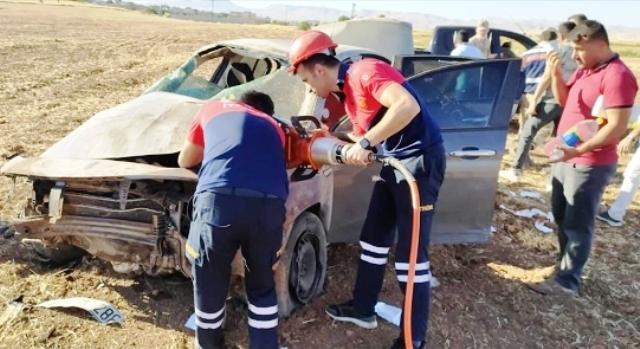 Otomobilin devrilmesi  sonucu 1'i ağır 4 kişi  yaralandı