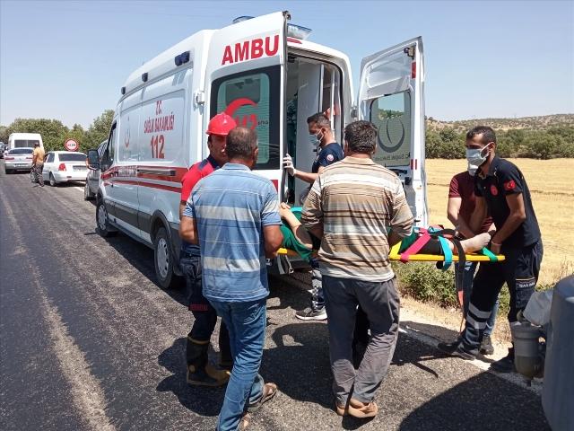 Hafif ticari aracın devrilmesi sonucu 4 kişi yaralandı