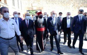 Bakan Karaismailoğlu Midyat'ta  ziyaretlerde bulundu