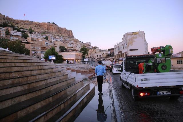 Birinci Cadde köpüklü  su ile dezenfekte edildi