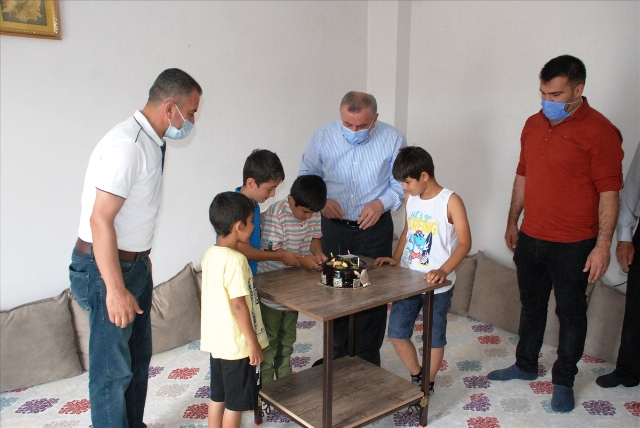 Başkan Şahin'den down sendromlu  çocuğa doğum günü sürprizi
