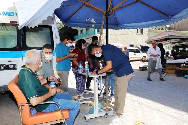 Halk pazarında Kovid-19 aşı uygulama noktası oluşturuldu