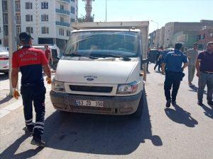 Geri manevra  yapan kamyonetin  çarptığı kadın öldü